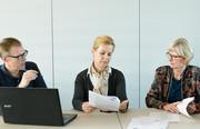 Dipl.-Ing. Maja Tiemann (2.v.l.) im Gespräch mit ihrem Team